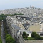 凱旋門を上り、サクレ・クールを望む屋上からの風景。登った甲斐がある瞬間だ。