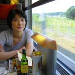何を食べても美味しくなかったロンドン、出国手続きを済ませ、ユーロスターに乗車した瞬間からパリだった。ワインを選び、美味しい食事にありつける